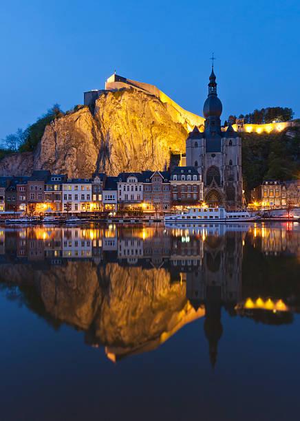 cityscape at night of dinant, belgium - maasvallei stockfoto's en -beelden