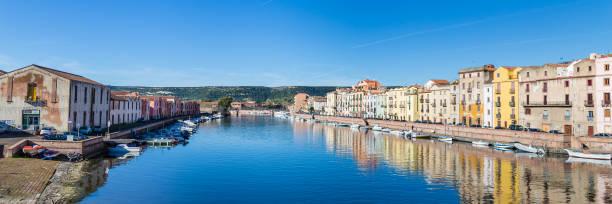 Stadsgezicht Bosa in Sardinië foto