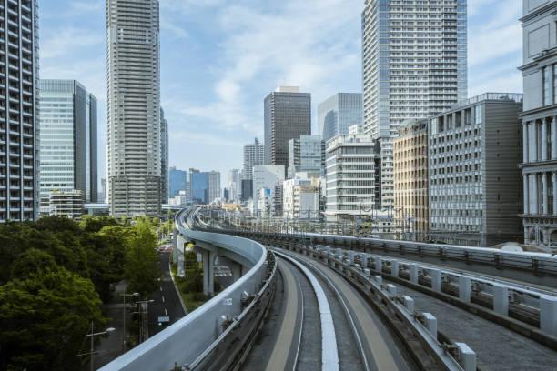 Stadtbild vom Einschienen-Himmelszug in Tokio – Foto
