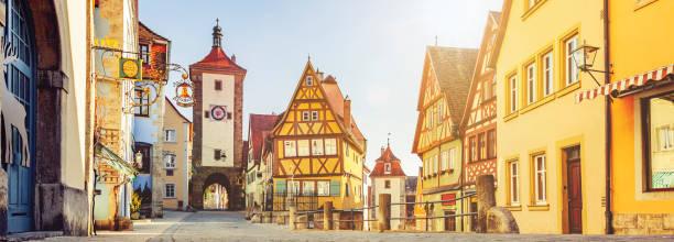 cityscape in rothenburg ob der tauber duitsland - rothenburg stockfoto's en -beelden