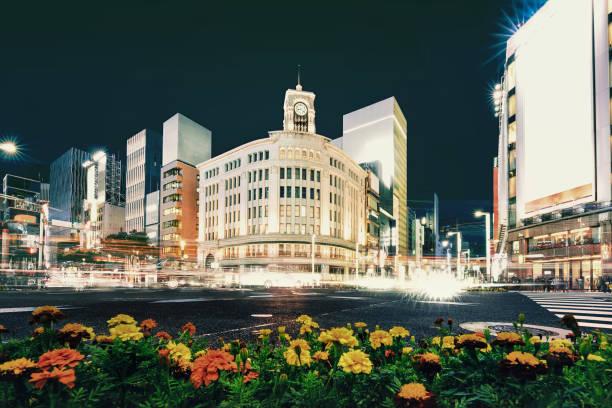 Stadtbild im Ginza District bei Nacht, Japan – Foto