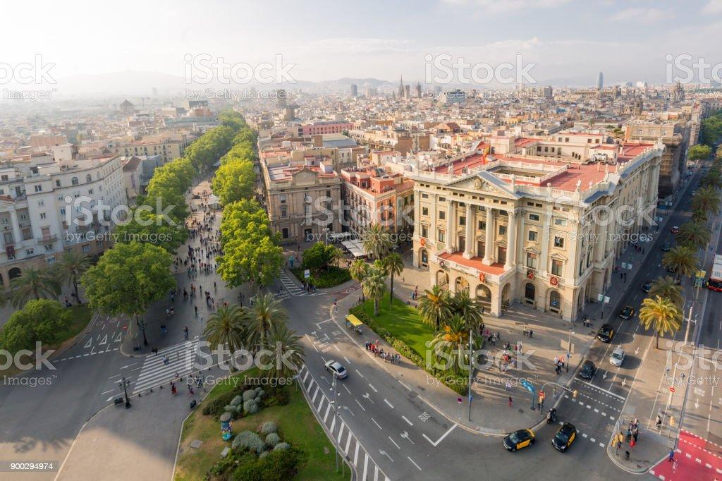 Paisaje urbano incluyendo la rambla en Barcelona, España - foto de stock