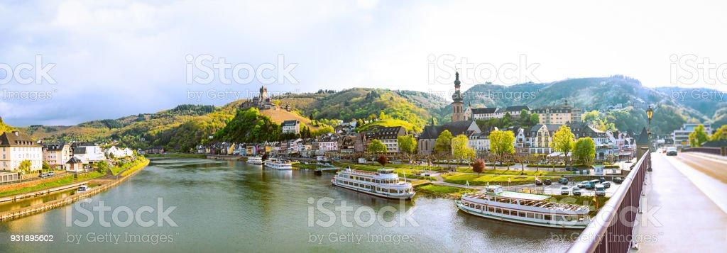 Stadsgezicht Van Cochem En De Rivier De Moezel Duitsland Stockfoto