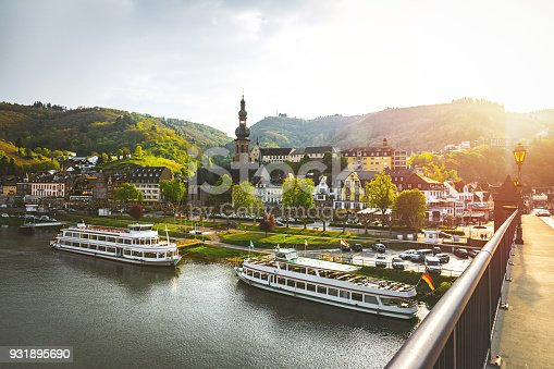 Beautiful city view of historic old town Cochem with the typical half-timbered colorful houses, hotels and restaurants, Reichsburg Imperial castle landmark on a mountain, Mittelmosel, Moselle river, Rhineland-Palatinate in sunny spring time Rheinland-Pfalz Deutschland, Europe