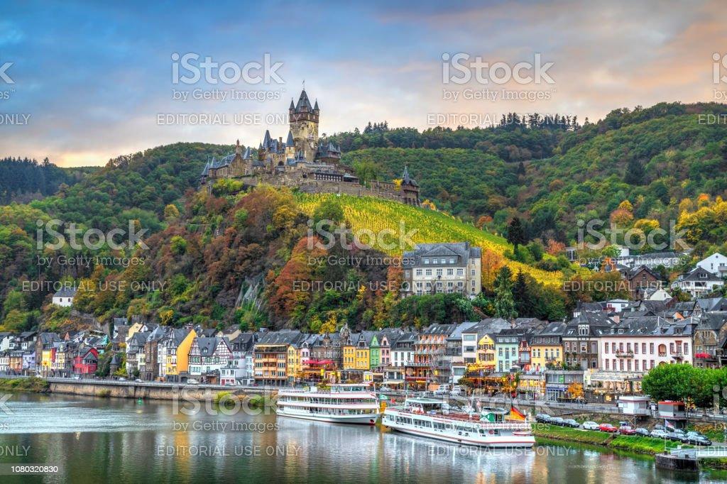 Stadtbild von Cochem, Deutschland im Herbst – Foto