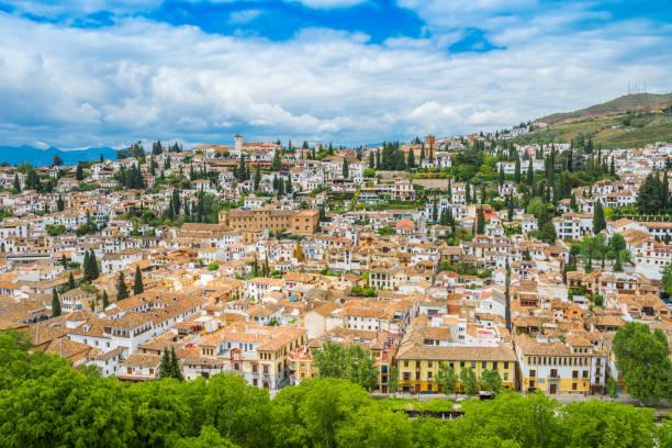 グラナダの街並み - スペイン グラナダ ストックフォトと画像