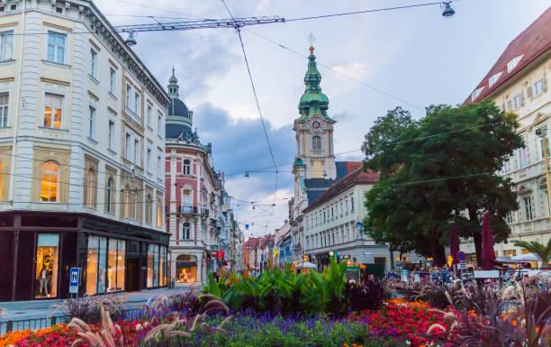 stadtbild von herrengasse einkaufsstraße in graz - stadt graz stock-fotos und bilder