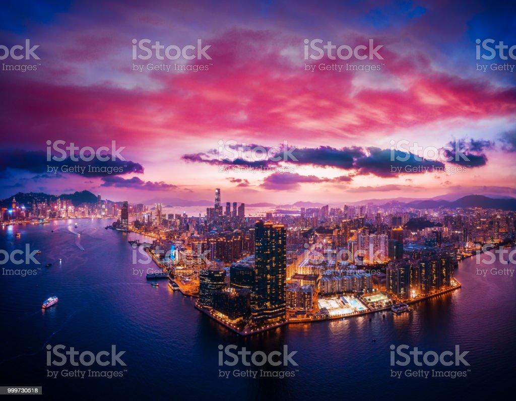 Stadtbild von Hong Kong, China in magische Stunde – Foto