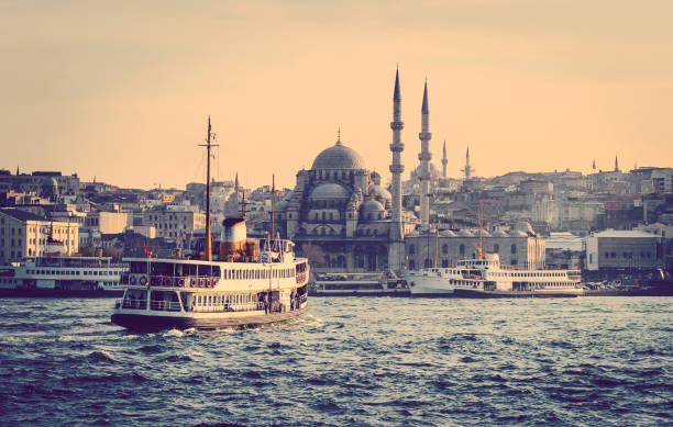 cityscape of istanbul with vapur. - stambuł zdjęcia i obrazy z banku zdjęć