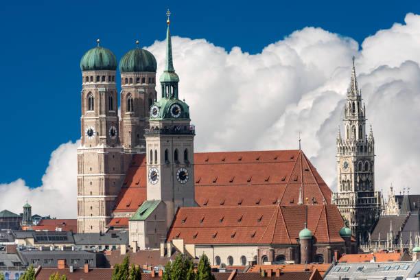 stadsbilden i münchen - bayern tyskland - sankt peterskyrkan münchen bildbanksfoton och bilder