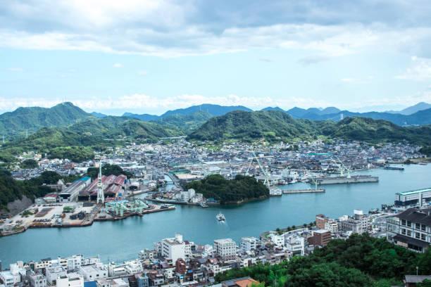 cityscape of onomichi from hill in cloudy day, hiroshima, japan. - hiroshima zdjęcia i obrazy z banku zdjęć