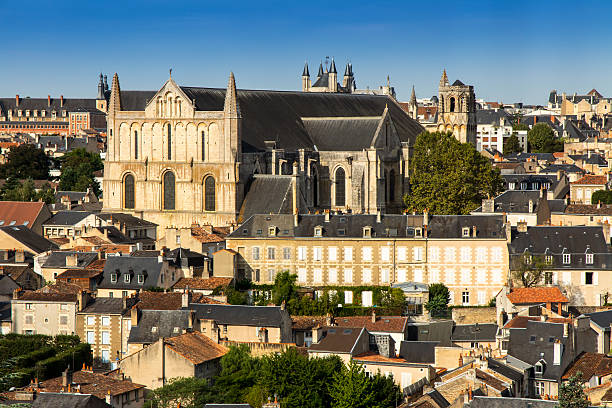 Cityscape of Poitiers at a summer day – Foto