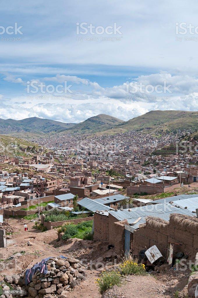 Paisagem urbana de Puno, no Peru foto royalty-free