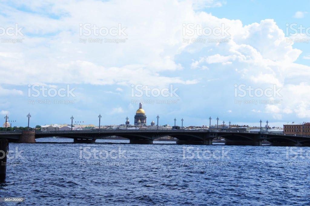 Paysage urbain du fleuve Neva et Blagovechtchensk pont vue sur Saint-Pétersbourg, Russie - Photo de Architecture libre de droits