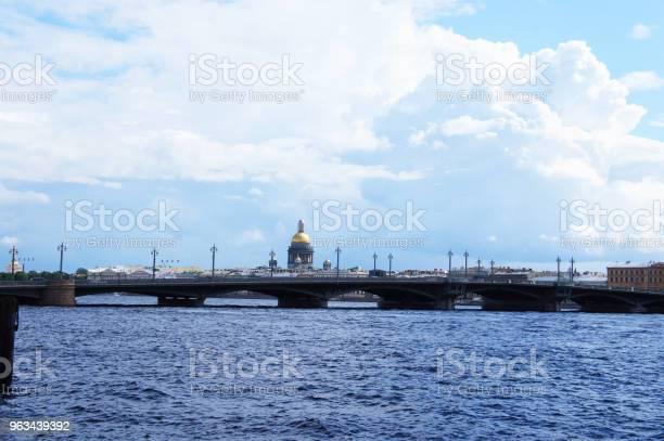 Pejzaż Miasta Sankt Petersburga Widok Rosji Na Rzekę Newa I Most Blagoveshchenskiy - zdjęcia stockowe i więcej obrazów Newa