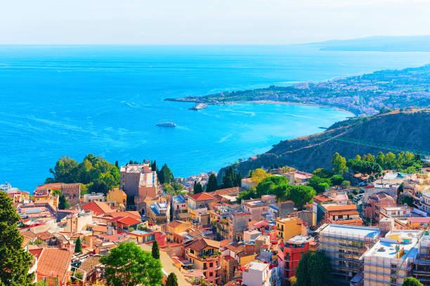 陶爾米納和地中海西西里島的城市風貌 - 陶爾米納 個照片及圖片檔