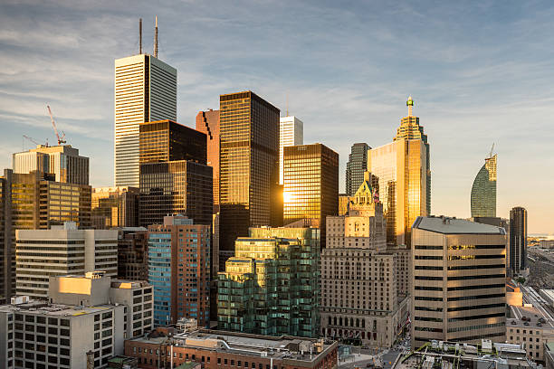 cityscape of the financial district in toronto, ontario, canada - 토론토 온타리오 뉴스 사진 이미지