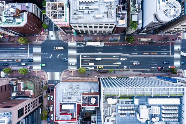 東京の街並みと巨大な空 - 街 日本 ストックフォトと画像