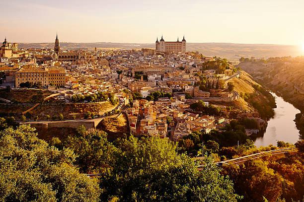 Skyline von Toledo in Spanien bei Sonnenaufgang – Foto