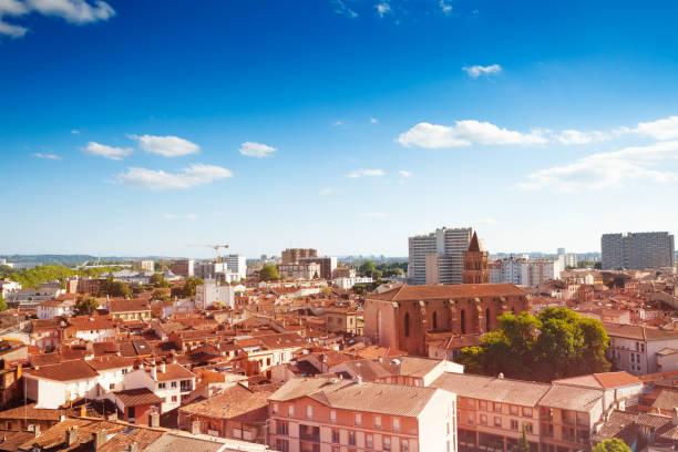 Stadtbild von Toulouse und Saint Nicolas Kirche – Foto