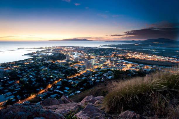 cityscape of townsville at dusk, australia - queensland foto e immagini stock
