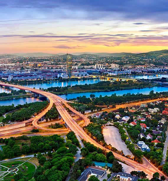 Stadtansicht von Wien mit Donau – Foto