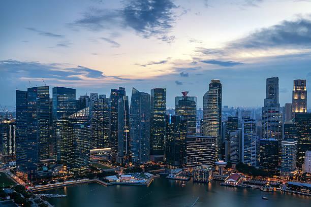 Stadtlandschaft von Singapur Panorama Nacht Konzept  – Foto