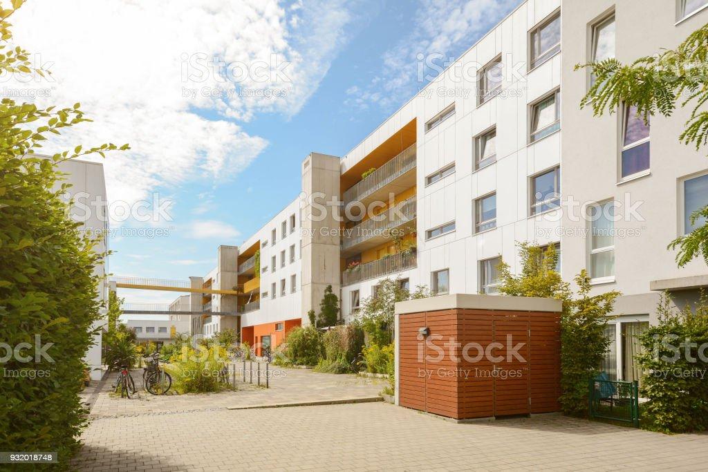 Paisaje urbano con edificios de apartamentos modernos en una zona residencial nueva - Foto de stock de Aire libre libre de derechos