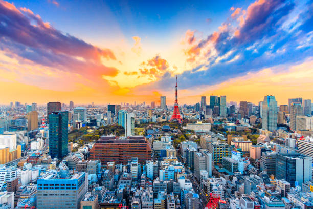 Cityscapes Tokyo, Japan skyline with the Tokyo Tower Cityscapes Tokyo, Japan skyline with the Tokyo Tower tokyo stock pictures, royalty-free photos & images