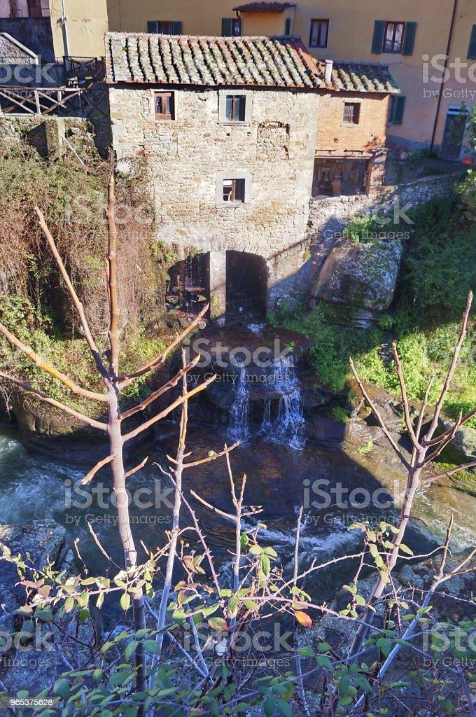 Ciuffenna 溪, Loro Ciuffenna, 托斯卡納 - 免版稅中古時代圖庫照片