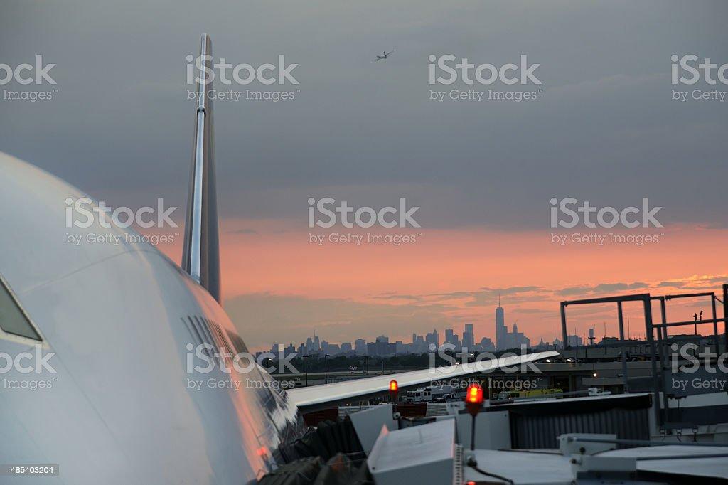 Civil los aviones en el aeropuerto JFK - foto de stock
