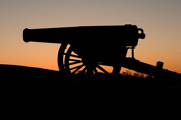 Civil War Cannon at Sunrise This confederate artillery piece overlooks the Mississippi River at Vicksburg, Mississippi. It is positioned atop a high bluff just north of the present day Mississippi River Bridge. robert e. lee stock pictures, royalty-free photos & images