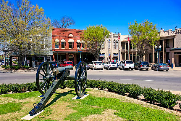 Civil war canon on the Memorial Square in Franklin, Tennessee Franklin, TN, USA - April 4, 2016: Civil war canon on the Memorial Square in Franklin, Tennessee tennessee stock pictures, royalty-free photos & images