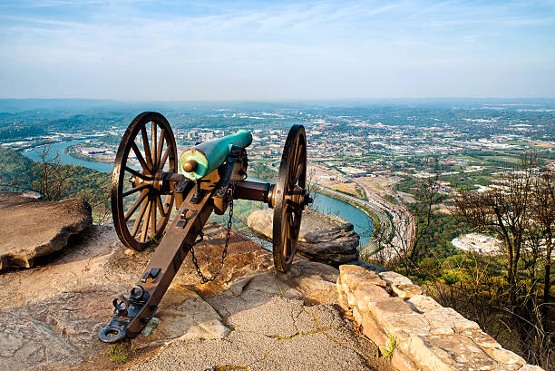 Civil war era cannon overlooking Chattanooga, TN Civil war era cannon overlooking Chattanooga, Tennessee, from Point Park on Lookout Mountain chattanooga stock pictures, royalty-free photos & images