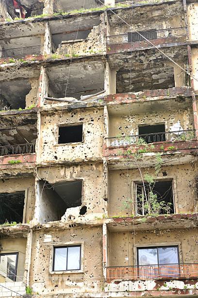 civil war ruins in beirut. - beirut explosion 個照片及圖片檔