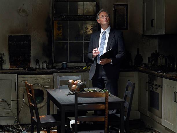 Ansprüche Einstellriemen Inspektion Küche beschädigte fire – Foto