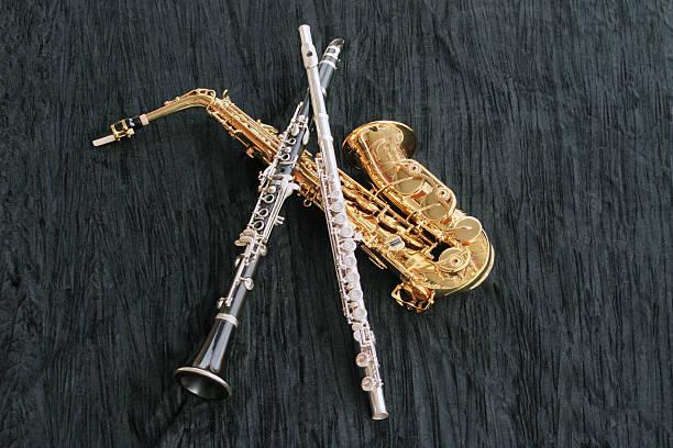 klarinette, flöte und sax - altsaxophon stock-fotos und bilder