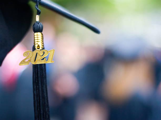 clase de 2021 ceremonia de graduación tassel negro - graduación fotografías e imágenes de stock