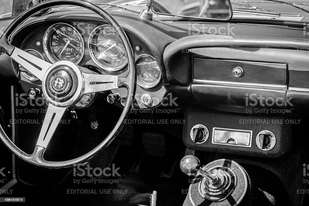 Klassische Alfa Romeo Sportwagen dashboard 2600 Spider – Foto