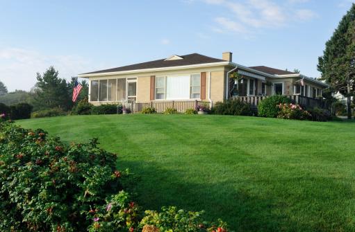 istock Classic american bungalow 175528990