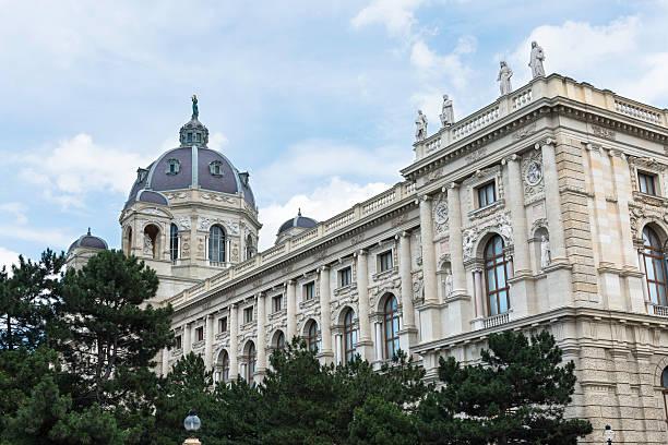 klassische architektur des kunsthistorisches museum wien - kunsthistorisches museum wien stock-fotos und bilder