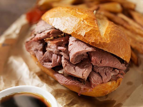 clásico de carne de res dip con papas fritas - rosbif fotografías e imágenes de stock