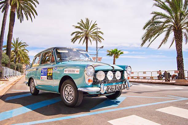 classic car rally rennen auf - oldtimer veranstaltungen stock-fotos und bilder