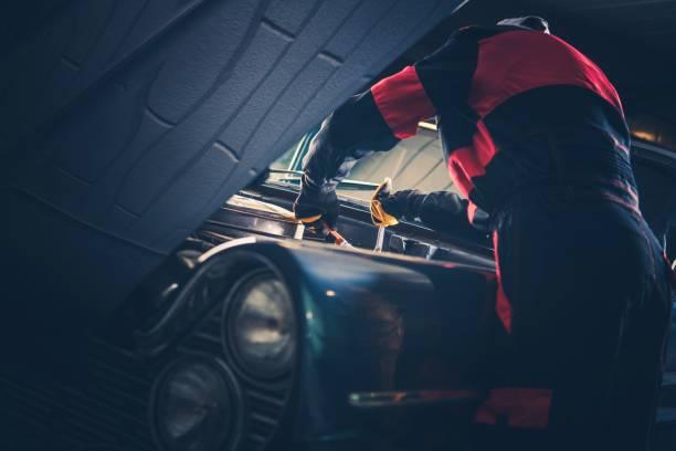 oldtimer-restaurierung fix - 1m coupe stock-fotos und bilder