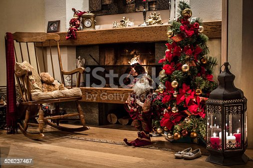 classic christmas house interior with fireplace and christmas tree stock photo 526237467 istock - Classic Christmas Tree