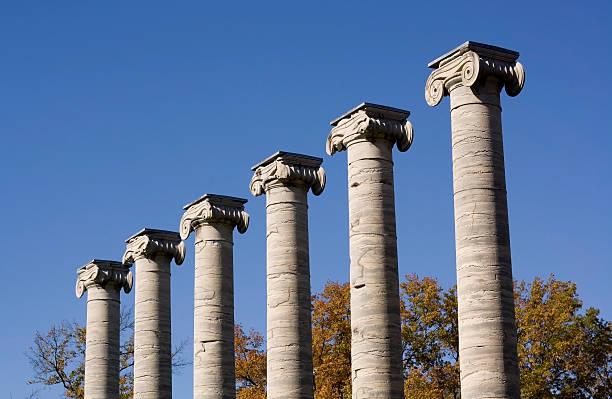 klassische spalten - römisch 6 stock-fotos und bilder