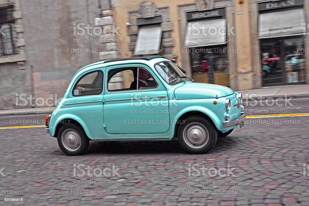 Classic Fiat 500 in motion - foto stock
