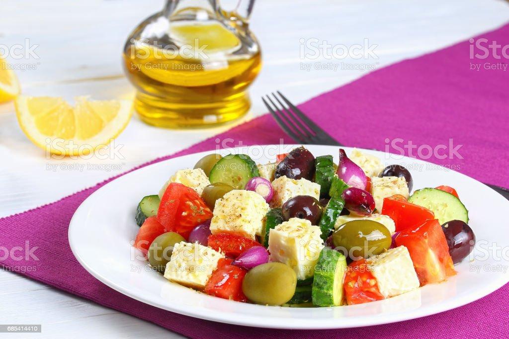 classic greek salad with feta cheese foto de stock royalty-free
