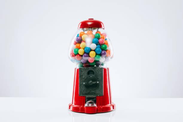 klasik sakız makinesi - sakız şekerleme stok fotoğraflar ve resimler