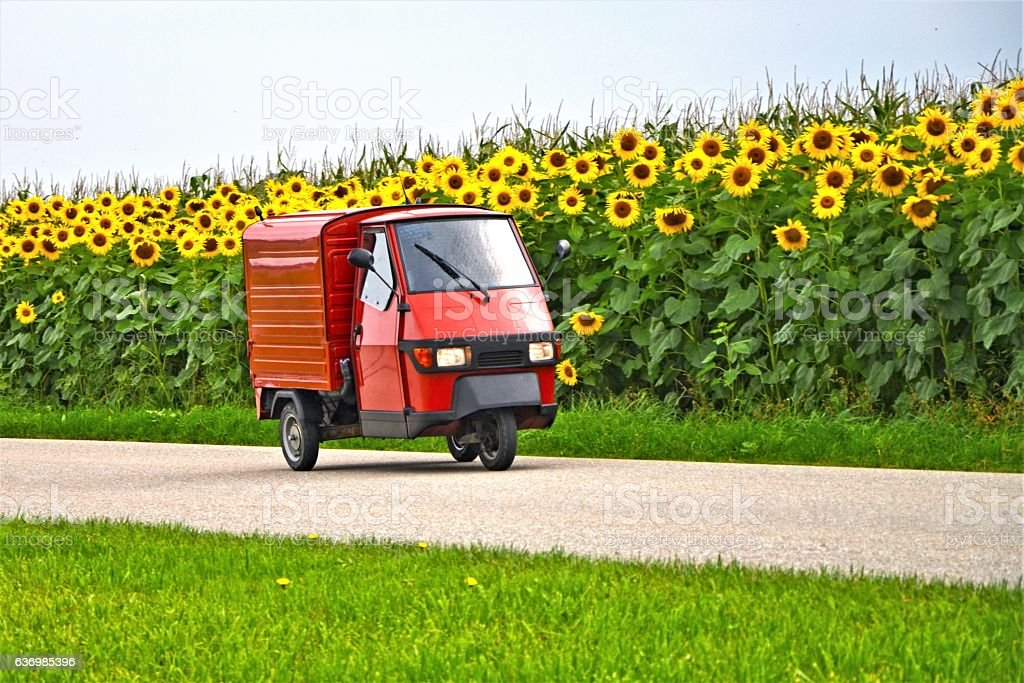 Classic Italian tricycle delivery van - foto stock